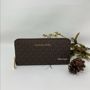 Michael Kors JS Item Large ZA Continental Wallet